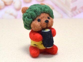 今年は北北西やや北!大きな恵方巻きを頬張る緑パーマの子鬼コグマさんの画像