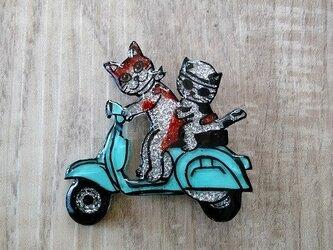 猫のピカピカブローチ【バイク】の画像