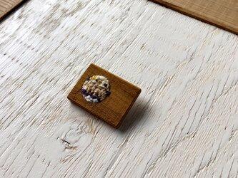 木と裂き織りのブローチ 角丸03の画像
