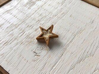 木と裂き織りのブローチ 星02の画像