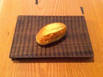 手彫りのパン皿 Bの画像