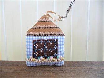 おうち ストラップ ⑤ しましま屋根にこげ茶の窓の画像