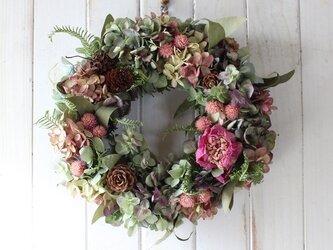 芍薬と秋色紫陽花のリースの画像