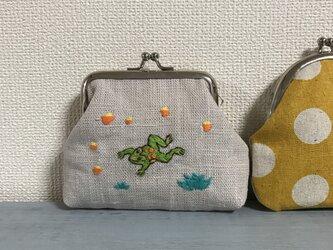 手刺繍のカエルのがまぐちの画像