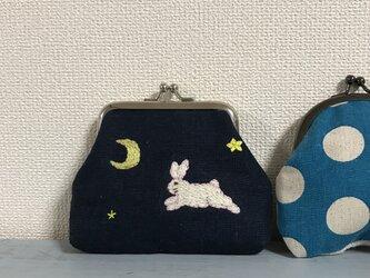 手刺繍の夜のウサギのがまぐちの画像