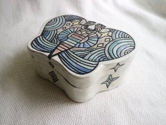 陶のはこ《ちょう・むらさき》の画像