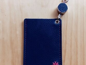 【受注製作】レザーパスケース(1ポケット・コードリール付) #デイジー-紺の画像