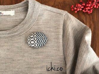 幾何学模様手織りのブローチ03の画像