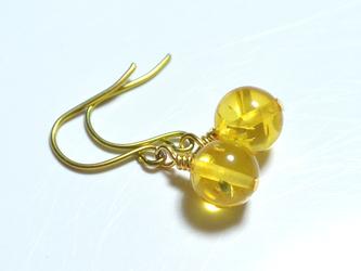 ゴールドチタンピアス・バルティックアンバー(レモン)の画像