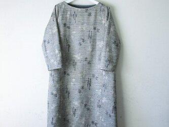 絹紬 灰色 テトラワンピ長袖 Mサイズの画像