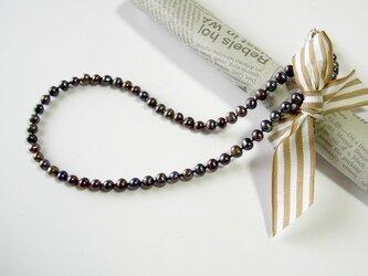 淡水パールのネックレス メタリックパープルの画像