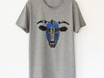 ウシくんのTシャツ gray × blackの画像