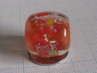 とんぼ玉 リスと紅葉の画像