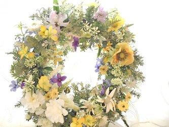 お花畑のリース 白バラの画像