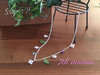 【silver925】ローズクォーツとペリドットの小花モチーフのネックレスの画像