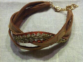 革の手編みバングルの画像