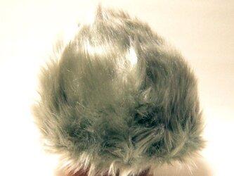 ゴージャスなシルバーのフェイクファーのキャップ。毛足が上向きで個性的【PS0568-Silver】の画像