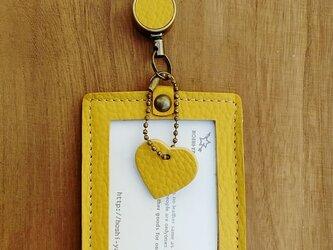 【受注製作】レザーIDケース縦(ポケット・コードリール付) #heart-黄の画像