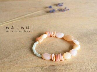 春色ピンクの石のブレスレットの画像
