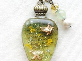 香水瓶ストラップ 鳥(深緑)の画像