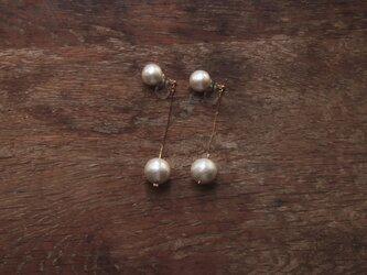 ダブルコットンパールのロングイヤリングの画像