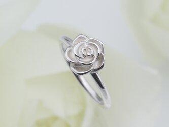 可愛らしいバラのK18ホワイトゴールドリング < Queen Rose【クインローズ】>の画像