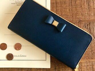 *イタリアンレザーブッテーロのリボン付きラウンドジップウォレット セミオーダー ブルーの画像
