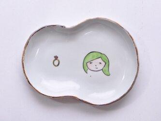 お顔型皿-黄緑色の髪の女の子-の画像