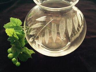 ヤシ  クリスタル花瓶  〜手彫りガラス〜の画像