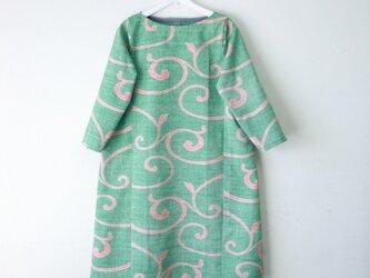 絹紬 緑唐草 テトラワンピ長袖 Mサイズの画像