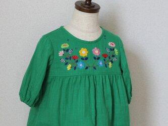チュニックワンピース7部丈 グリーンにぎやか刺繍size90の画像