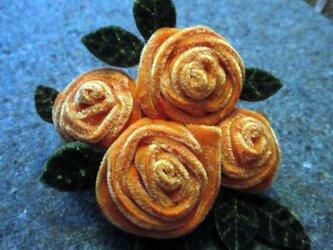 4 Roses 冬のブローチの画像