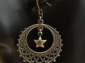 ゆらゆら星のサークルピアス(金古美)の画像