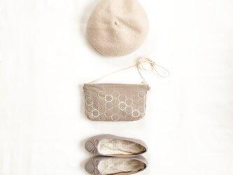 クラッチバッグ[花蕾]砂色×綿色の画像