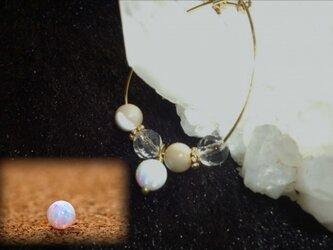 京都オーパ&ブラウンマザーオブパール&水晶・ピアスの画像