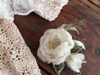 布花コサージュ オーガンジーのラナンキュラスの画像