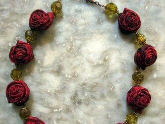 ボルドーの薔薇のネックレスの画像