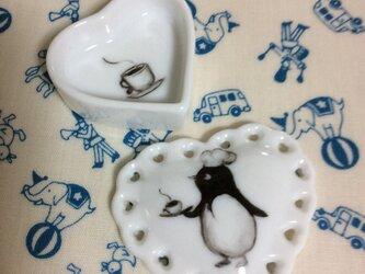 ペンギンさんのハート形の小物入れの画像