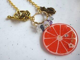 オレンジのバッグチャームの画像