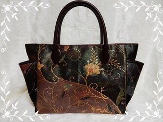 《着物リメイク》サイドポケットのトートバッグ *豪華な刺繍の帯地 玉虫* タイプAの画像