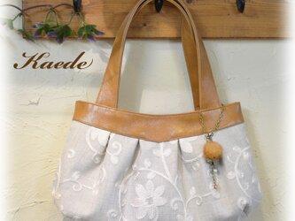 刺繍生地のバッグ(グレー)の画像
