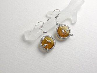 ガラスのピアス[wire plants]amber ラウンドの画像