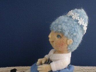 青いスカートの女の子No.001の画像