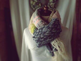 手織り 手紡ぎ糸の柔らかいマフラーの画像