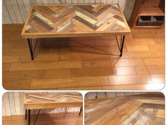 ヘリンボーン柄のローテーブル(アイアンレッグ)の画像