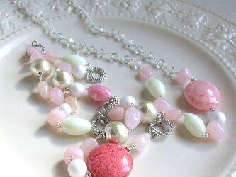 春色のロングネックレス(ピンク)の画像