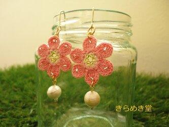 コットンパールとレース編みのお花ピアス(ピンク)の画像