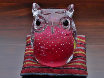 ふくろう(遠州織物の座布団付き)濃ピンクの画像
