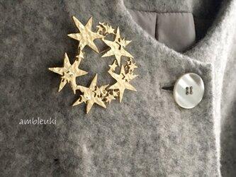 《冬季限定販売》シャイニーリースブローチ(ゴールド)の画像