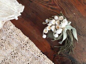 布花コサージュ すずらんの花束の画像